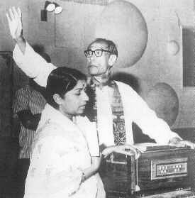 Faili Huyi Hain Sapnon Ki Baahein - With S.D.Burman