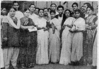 Guzaraa Huaa Zamanaa- Lata with other Golden Era singers